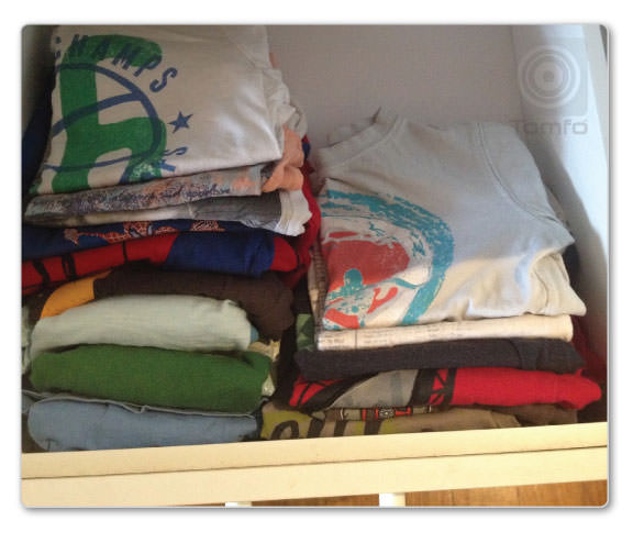 FOLD-YOUR-CLOTHES-VERTICALLY-ORGANISE-YOUR-DRAWERS-TOMFO5