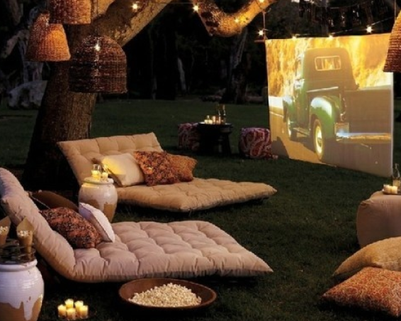 TOMFO-BACKYARD-MOVIE-PARTY